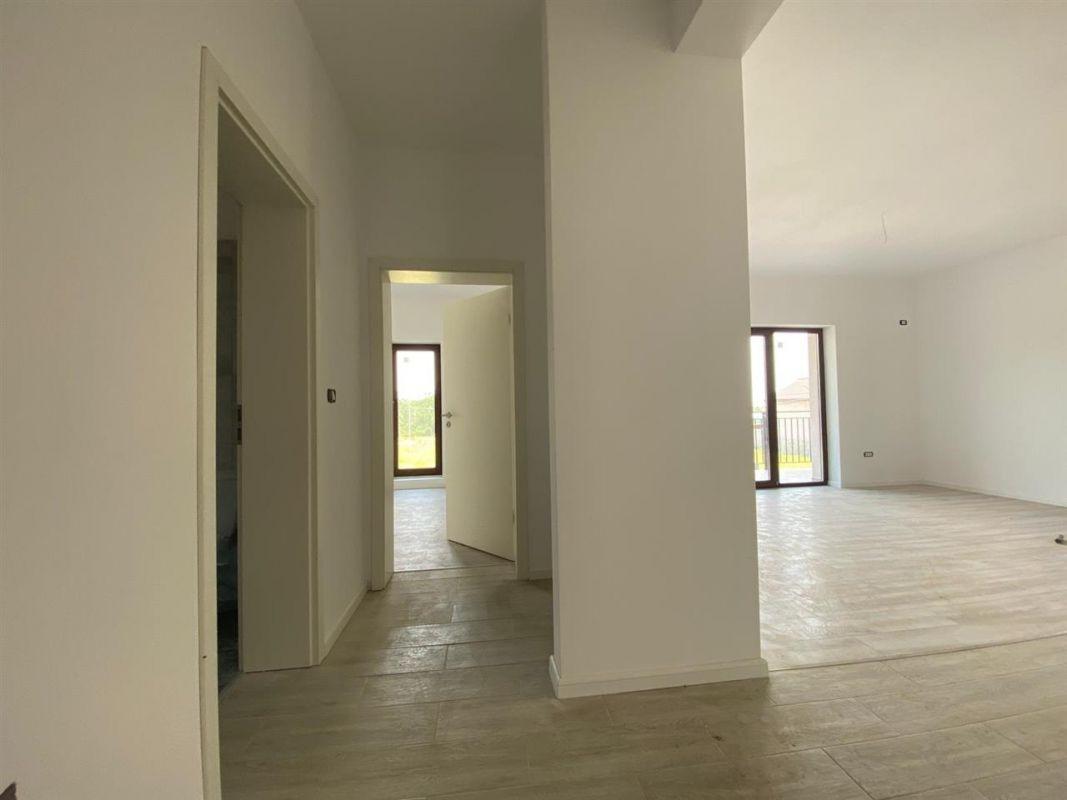 Apartament 3 camere de vanzare in GIROC - ID V19 12