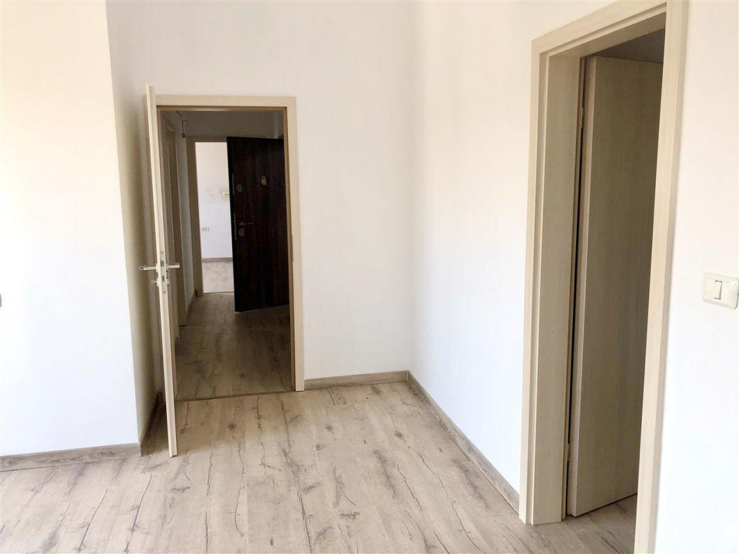 Apartament 3 camere de vanzare zona LUNEI- ID V14 7