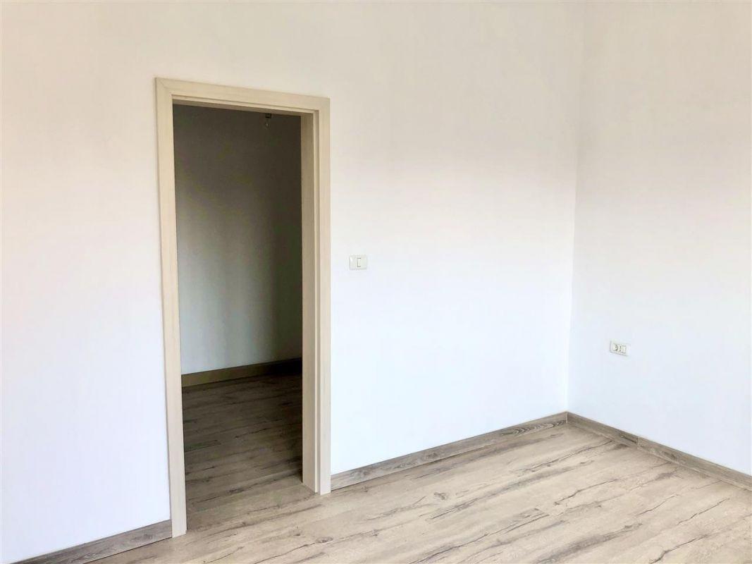 Apartament 3 camere de vanzare zona LUNEI- ID V14 11
