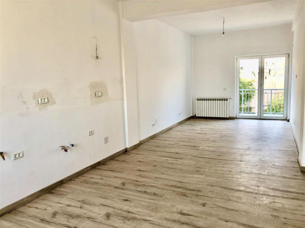 Apartament 3 camere de vanzare zona LUNEI- ID V14 14