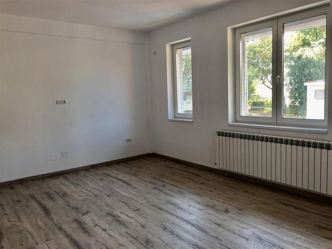Apartament 1 camera de vanzare zona LUNEI - ID V12 1