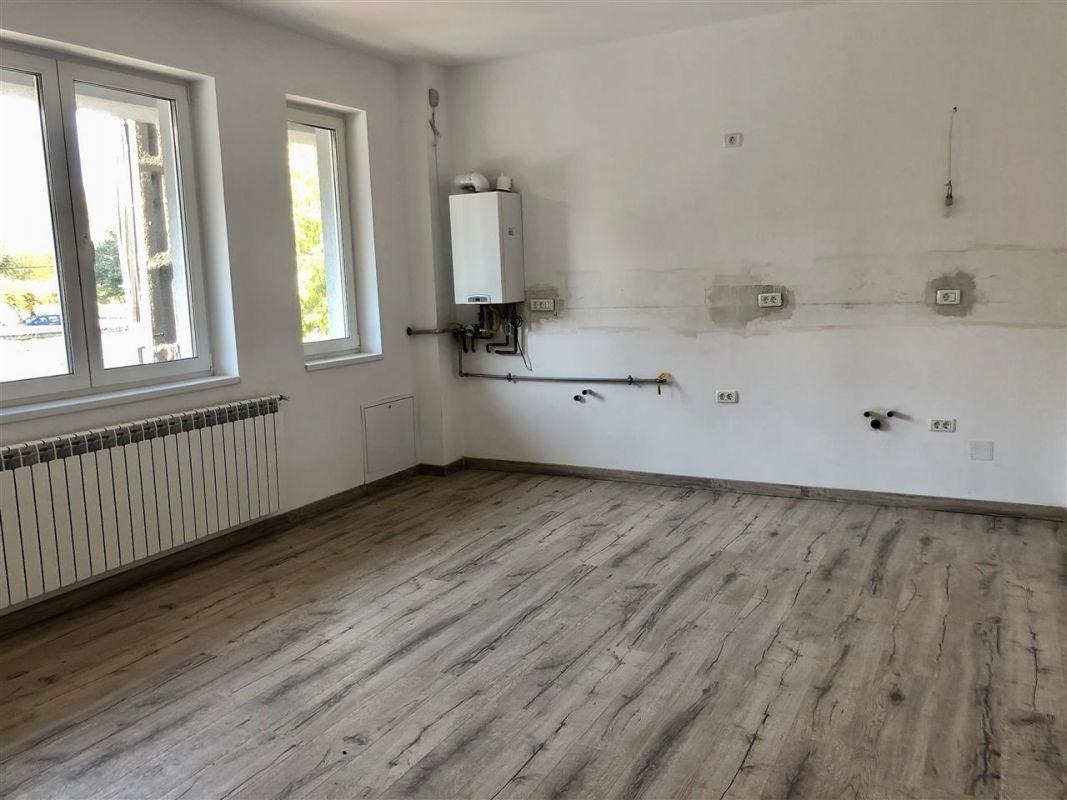 Apartament 1 camera de vanzare zona LUNEI - ID V12 2