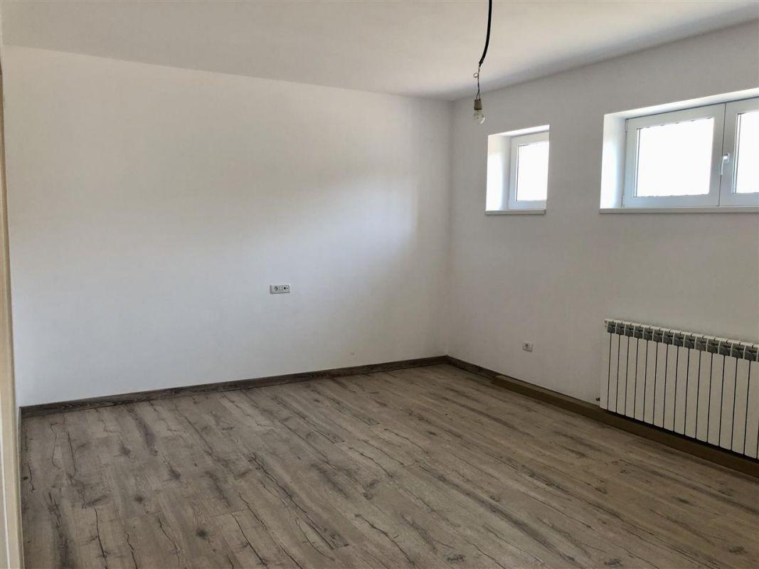 Apartament 2 camere de vanzare zona LUNEI- ID V11 14