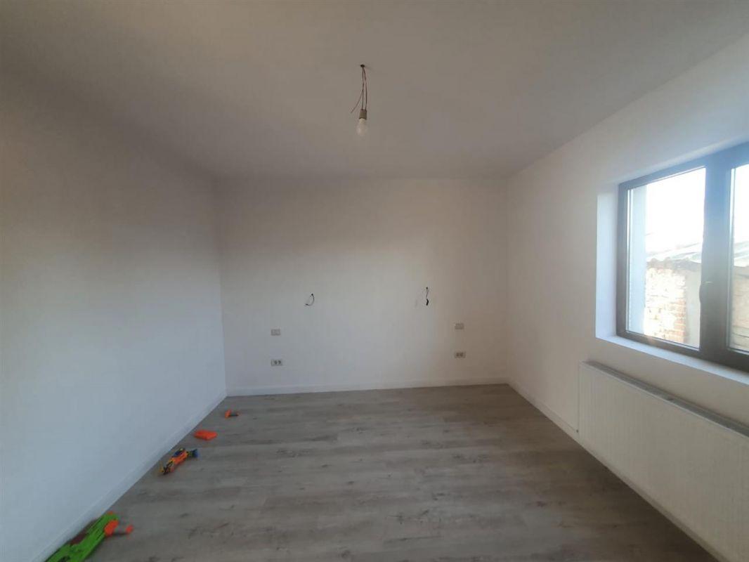 Casa de vanzare Sanmihaiu Roman - ID V463 3
