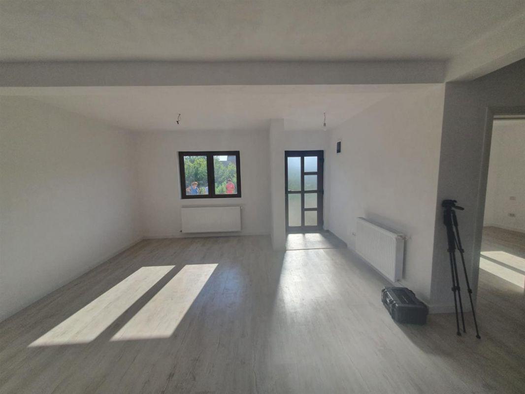 Casa de vanzare Sanmihaiu Roman - ID V463 5