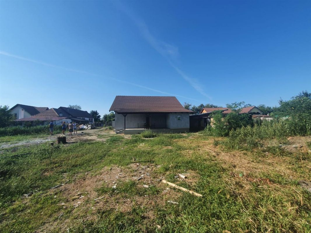 Casa de vanzare Sanmihaiu Roman - ID V463 8