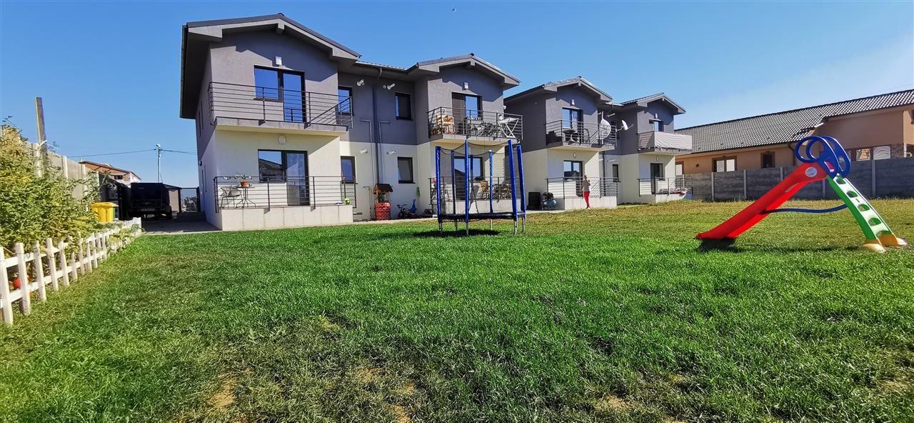 Apartament cu doua camere in vila cu curte comuna in Giroc - ID V483 1