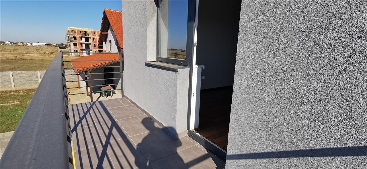 Apartament cu doua camere in vila cu curte comuna in Giroc - ID V483 2
