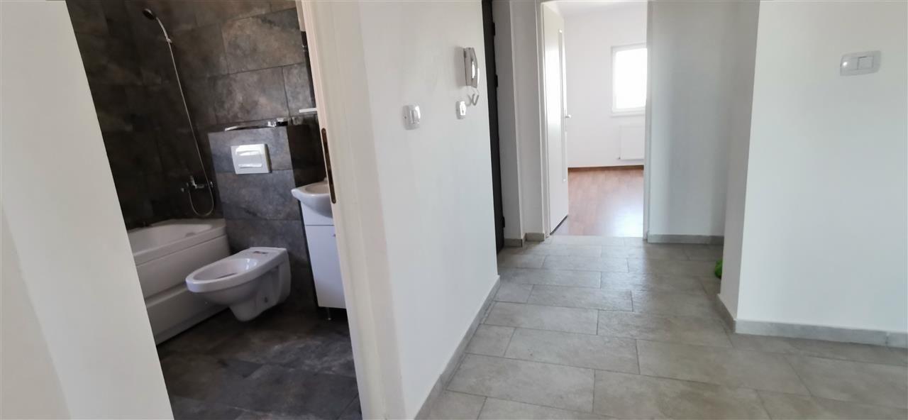 Apartament cu doua camere in vila cu curte comuna in Giroc - ID V483 4