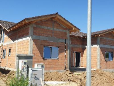 Casa tip duplex 6 camere Mosnita Noua