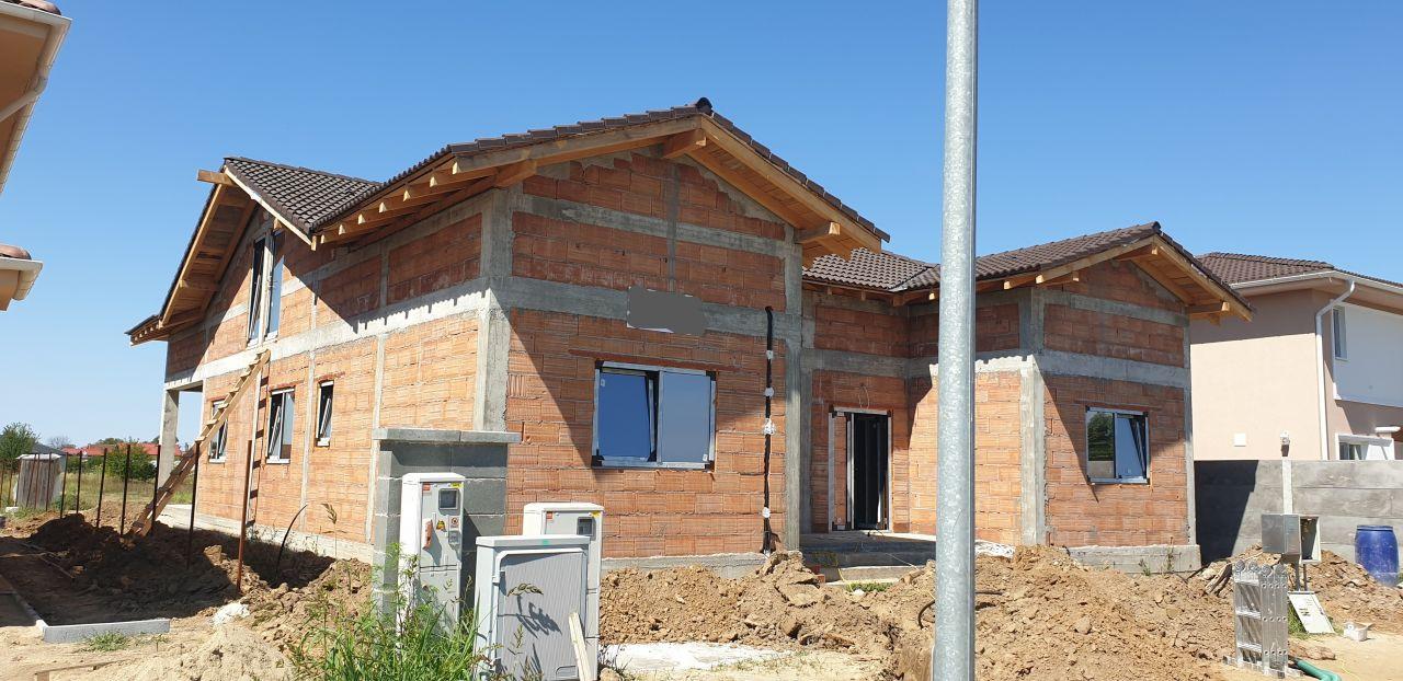 Casa tip duplex 3 camere Mosnita Noua 1