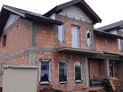 Casa tip duplex 3 camere de vanzare Mosnita Veche