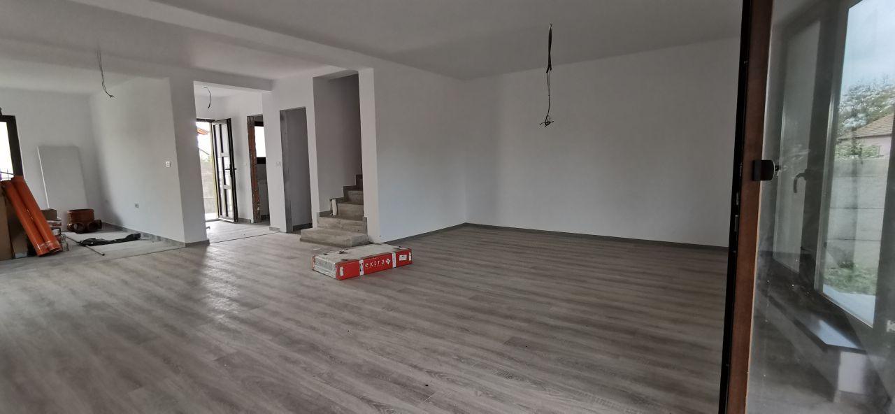 Duplex de vanzare in Mosnita Veche. 6