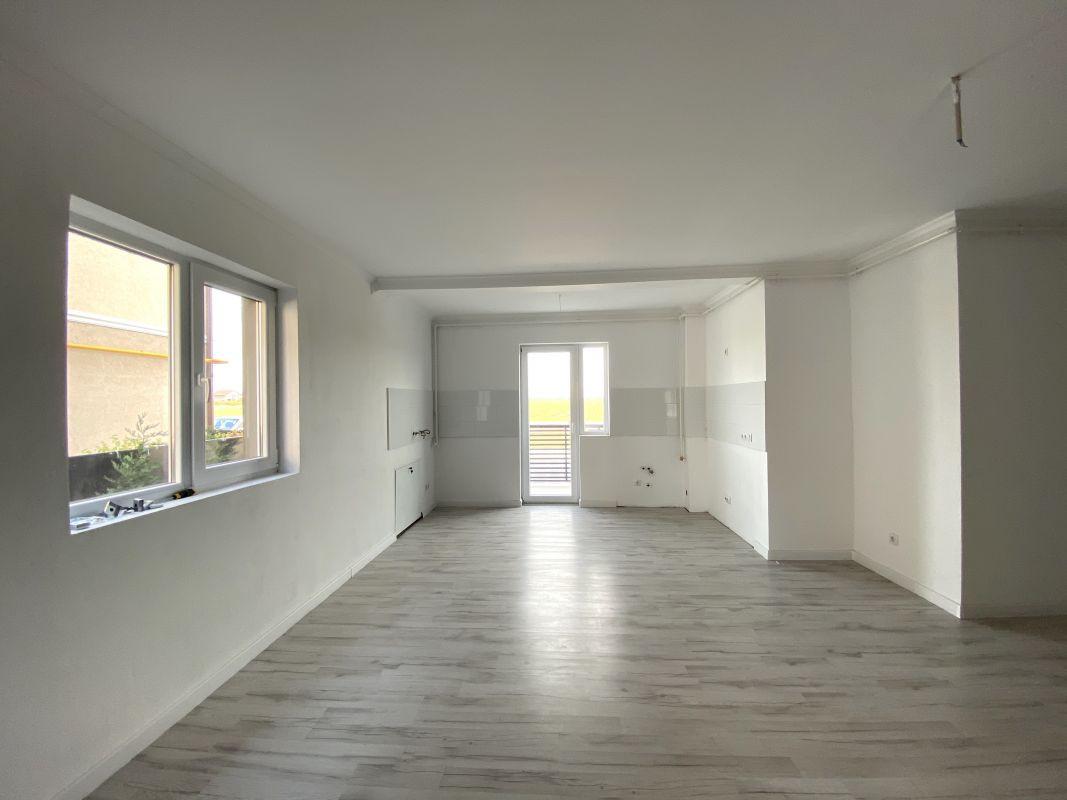 De vanzare apartament cu 3 camere in Sanandrei  - 0% comision - V685 8
