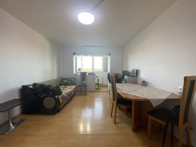 Apartament cu 2 camere, decomandat, de vanzare, zona Lipovei.