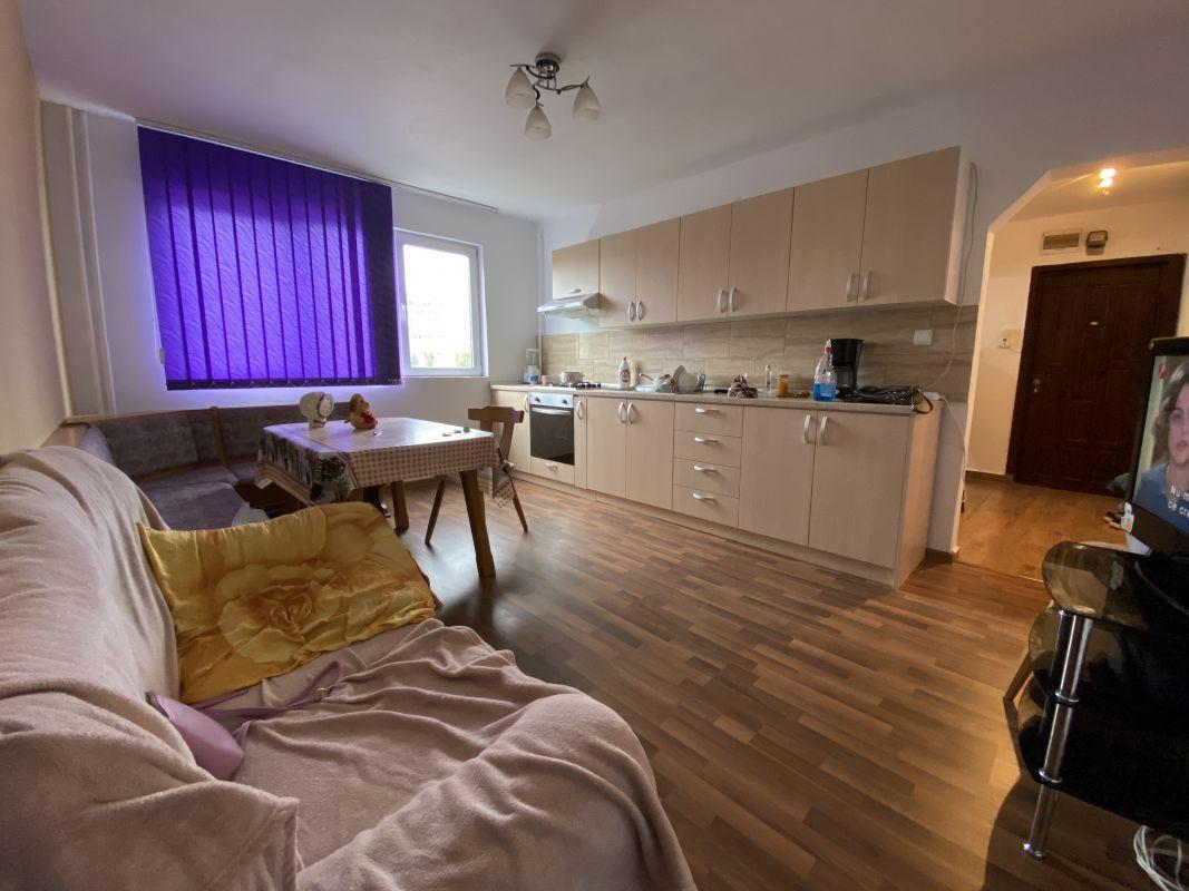 Apartament cu 3 camere, de vanzare, zona Piata Doina 1