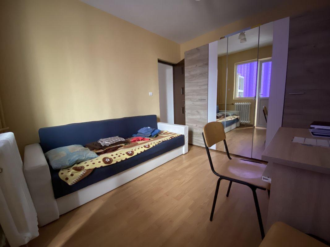 Apartament cu 3 camere, de vanzare, zona Piata Doina 3