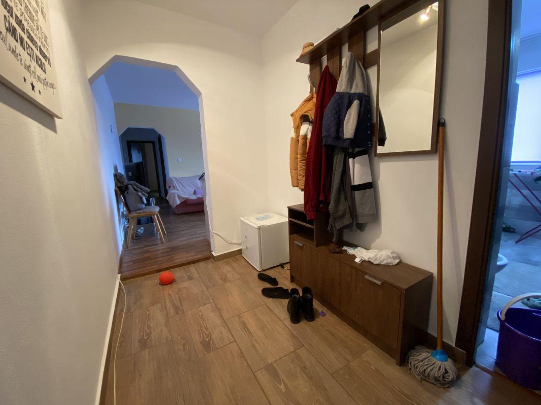 Apartament cu 3 camere, de vanzare, zona Piata Doina 10
