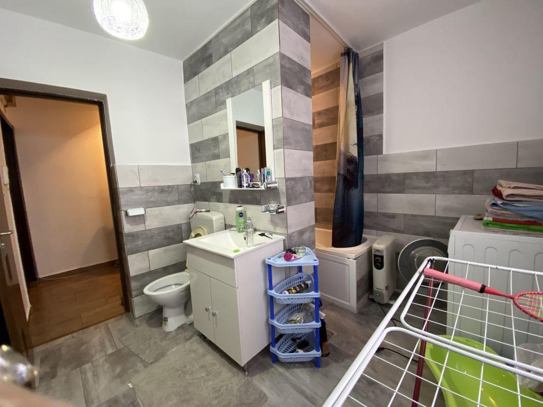 Apartament cu 3 camere, de vanzare, zona Piata Doina 13