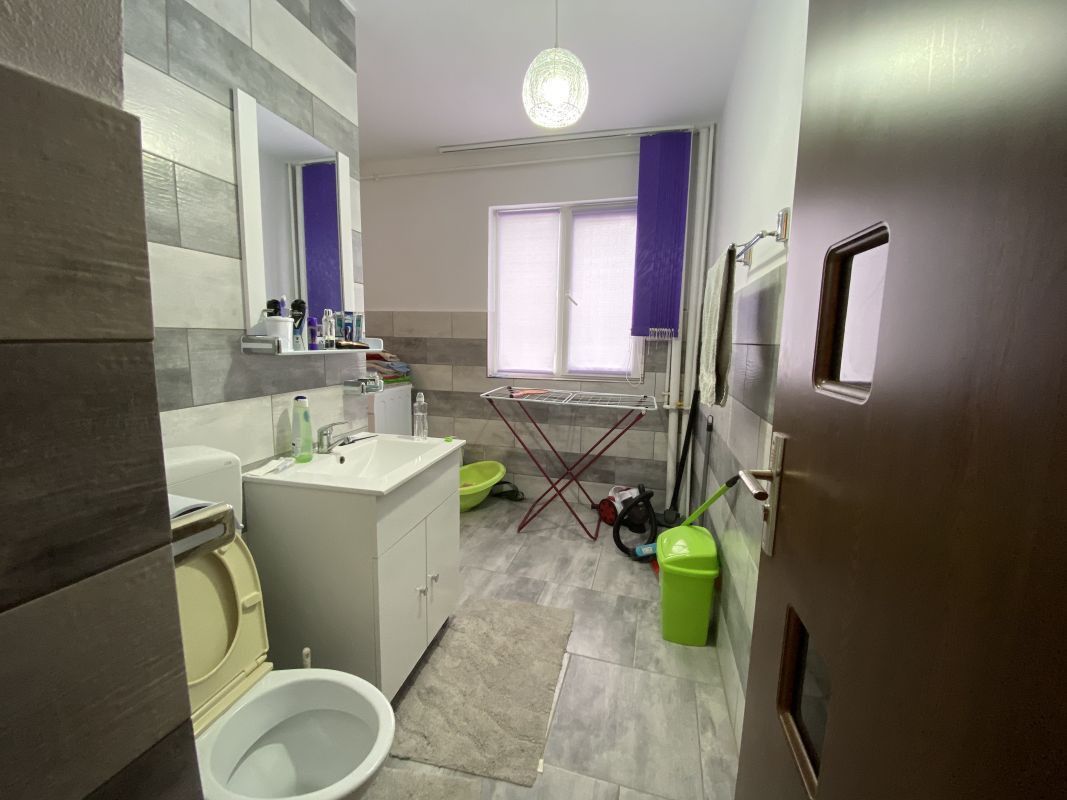 Apartament cu 3 camere, de vanzare, zona Piata Doina 14