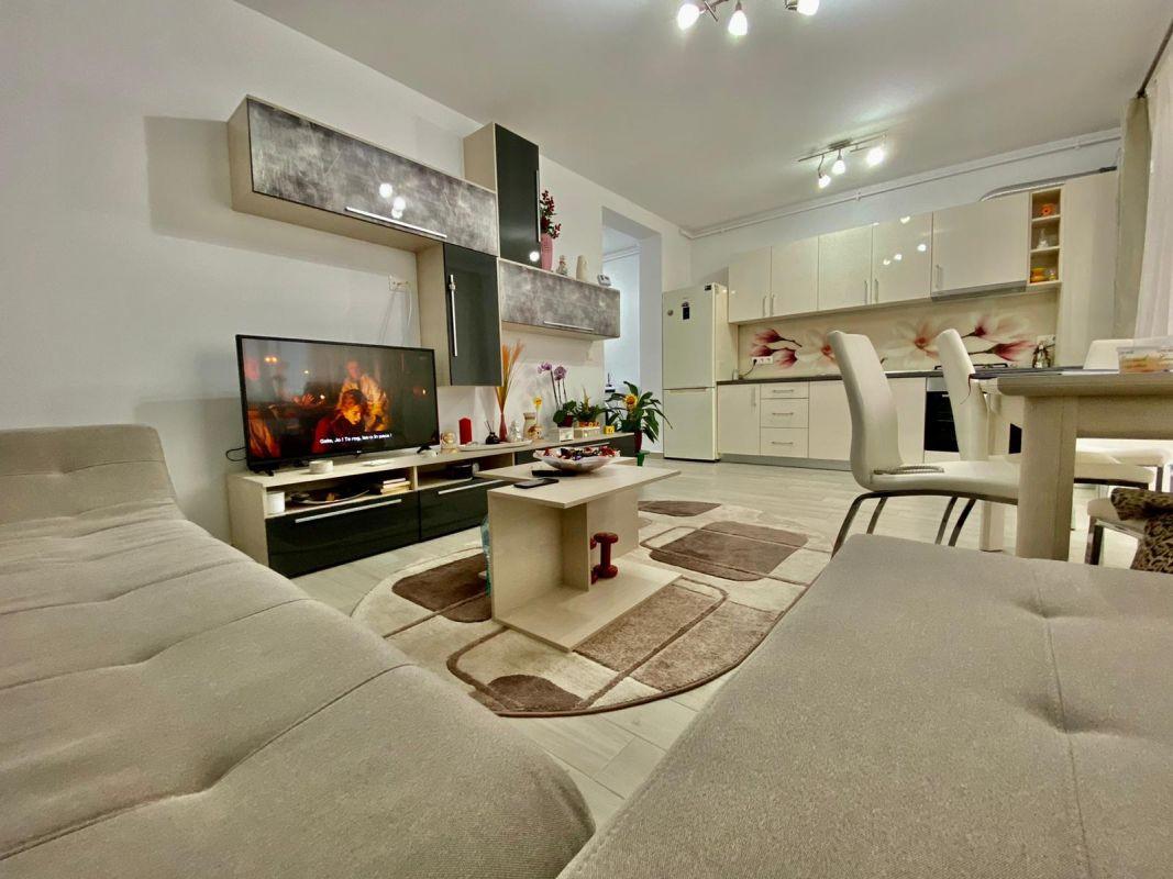 Apartament 3 camere, decomandat, de vanzare, zona Dumbravita 1