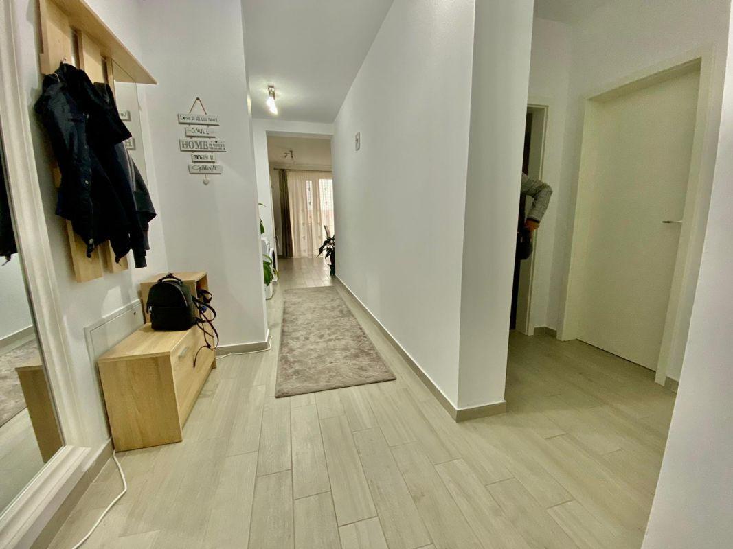 Apartament 3 camere, decomandat, de vanzare, zona Dumbravita 7
