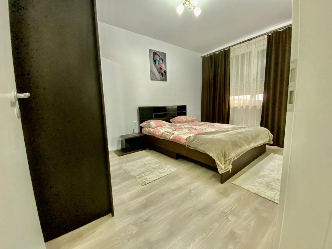 Apartament 3 camere, decomandat, de vanzare, zona Dumbravita 8
