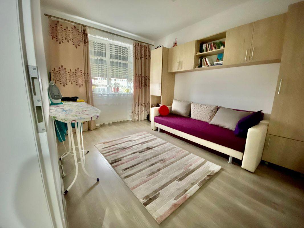 Apartament 3 camere, decomandat, de vanzare, zona Dumbravita 10