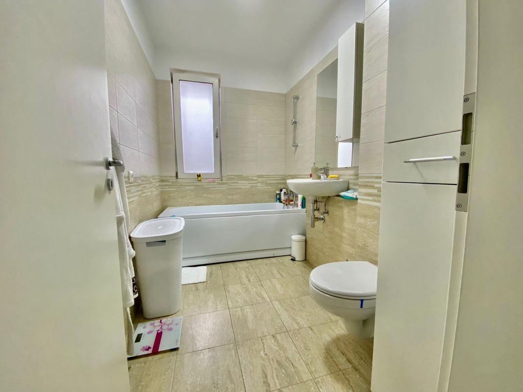 Apartament 3 camere, decomandat, de vanzare, zona Dumbravita 11