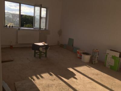 Apartament cu 2 camere, decomnadat, de vanzare, Calea Aradului