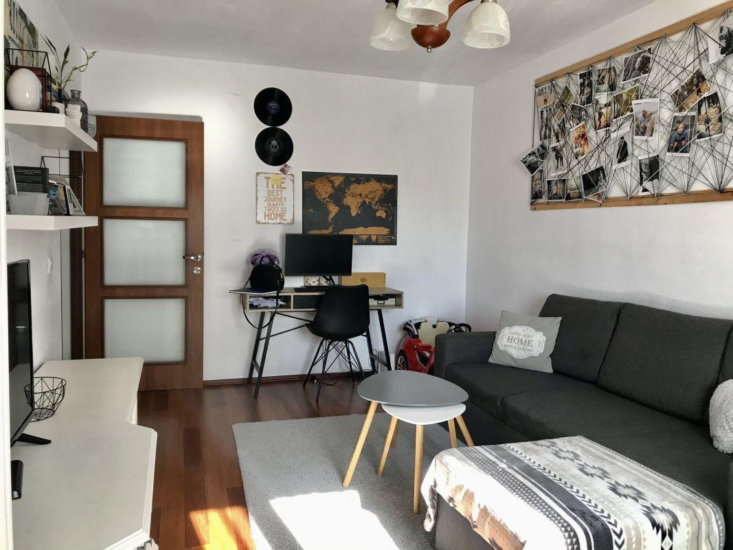 Apartament cu 3 camere, decomandat, de vanzare, zona Aradului 2