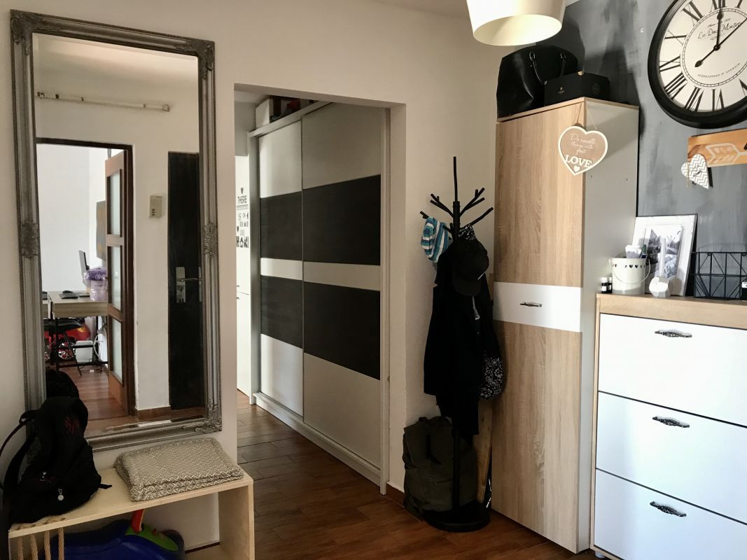 Apartament cu 3 camere, decomandat, de vanzare, zona Aradului 15
