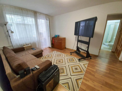 Apartament 2 camere   De vanzare   Semidecomandat  