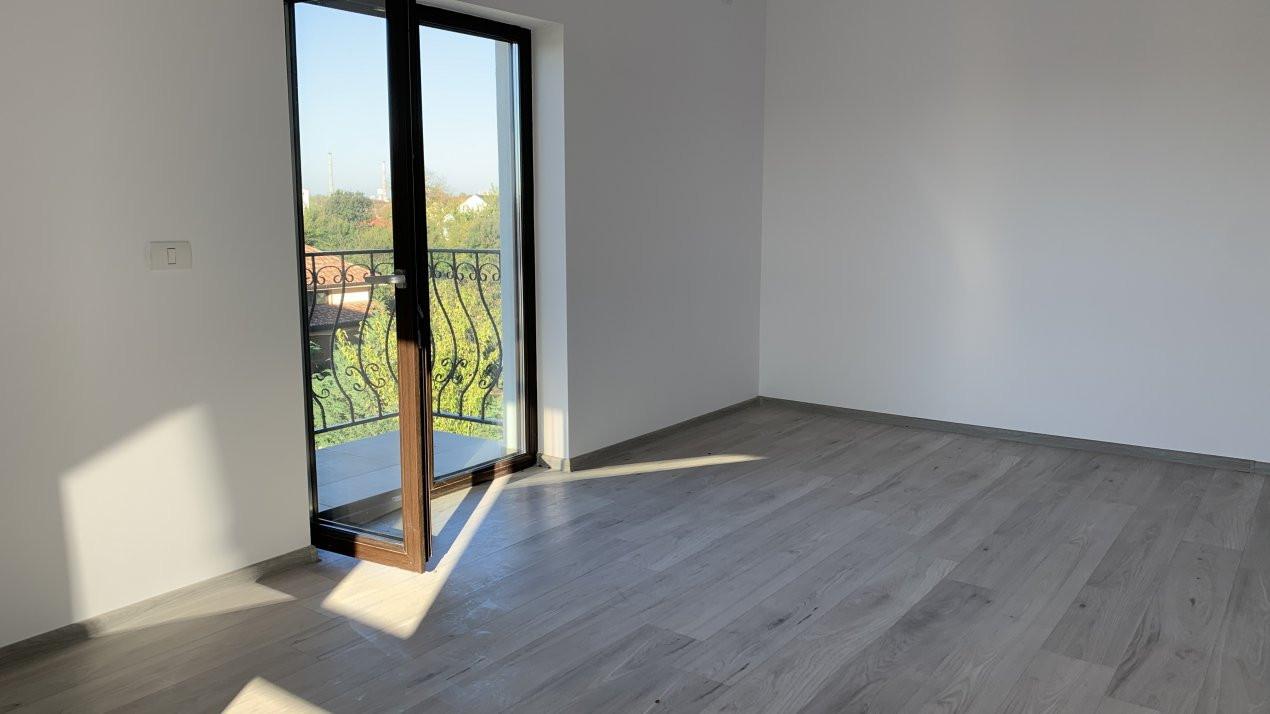 Apartament cu doua camere de vanzare   Centrala proprie   Decomandat   Giroc 1