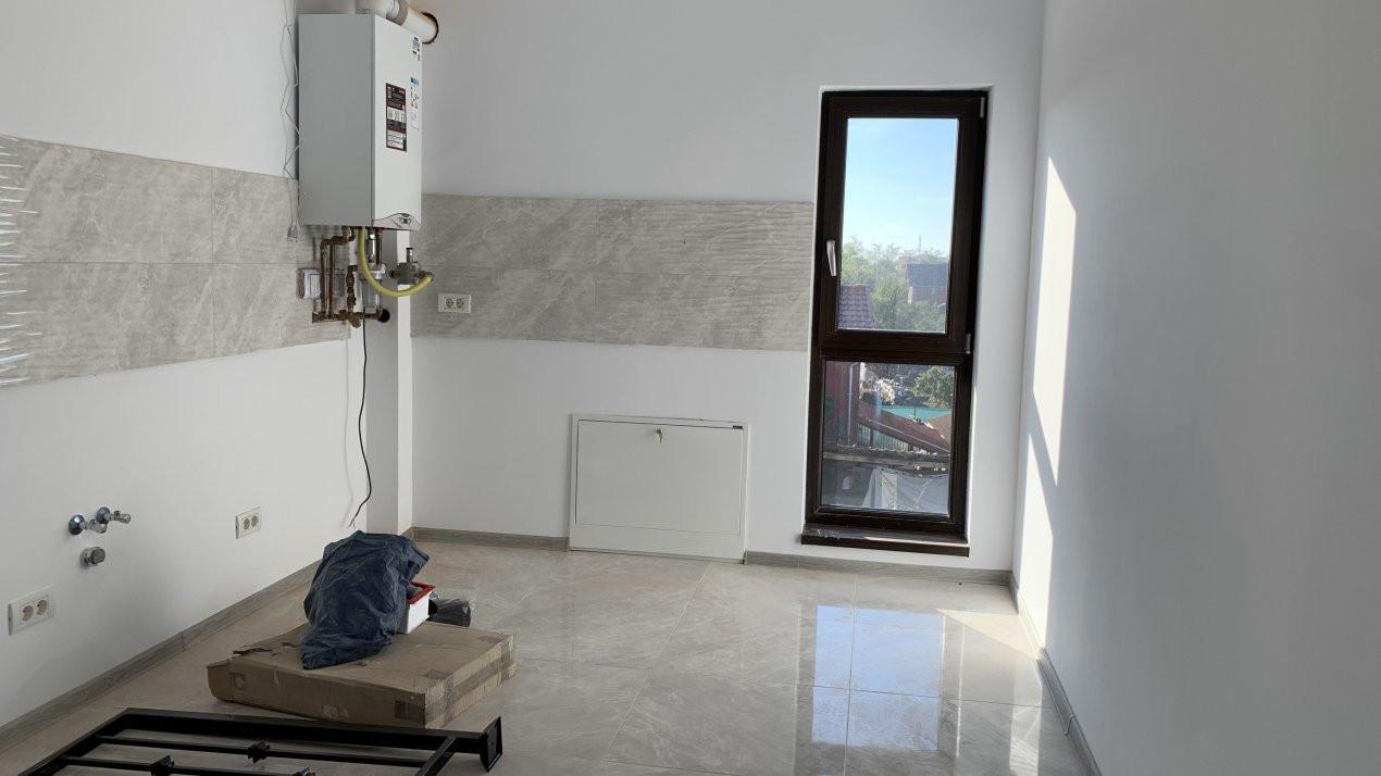 Apartament cu doua camere de vanzare   Centrala proprie   Decomandat   Giroc 3