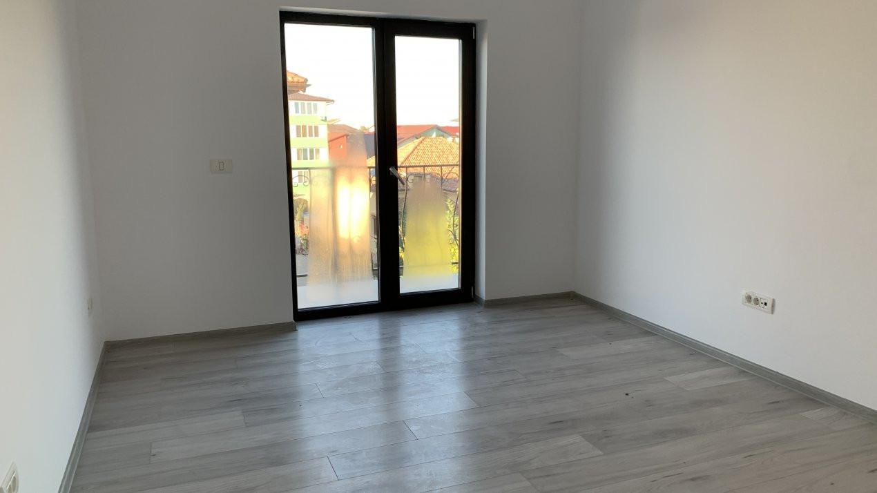 Apartament cu doua camere de vanzare   Centrala proprie   Decomandat   Giroc 4