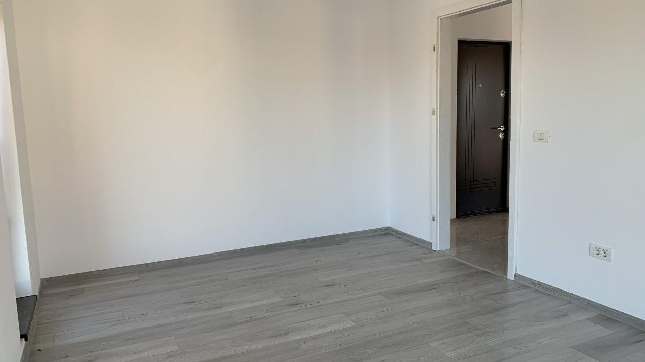 Apartament cu doua camere de vanzare   Centrala proprie   Decomandat   Giroc 6