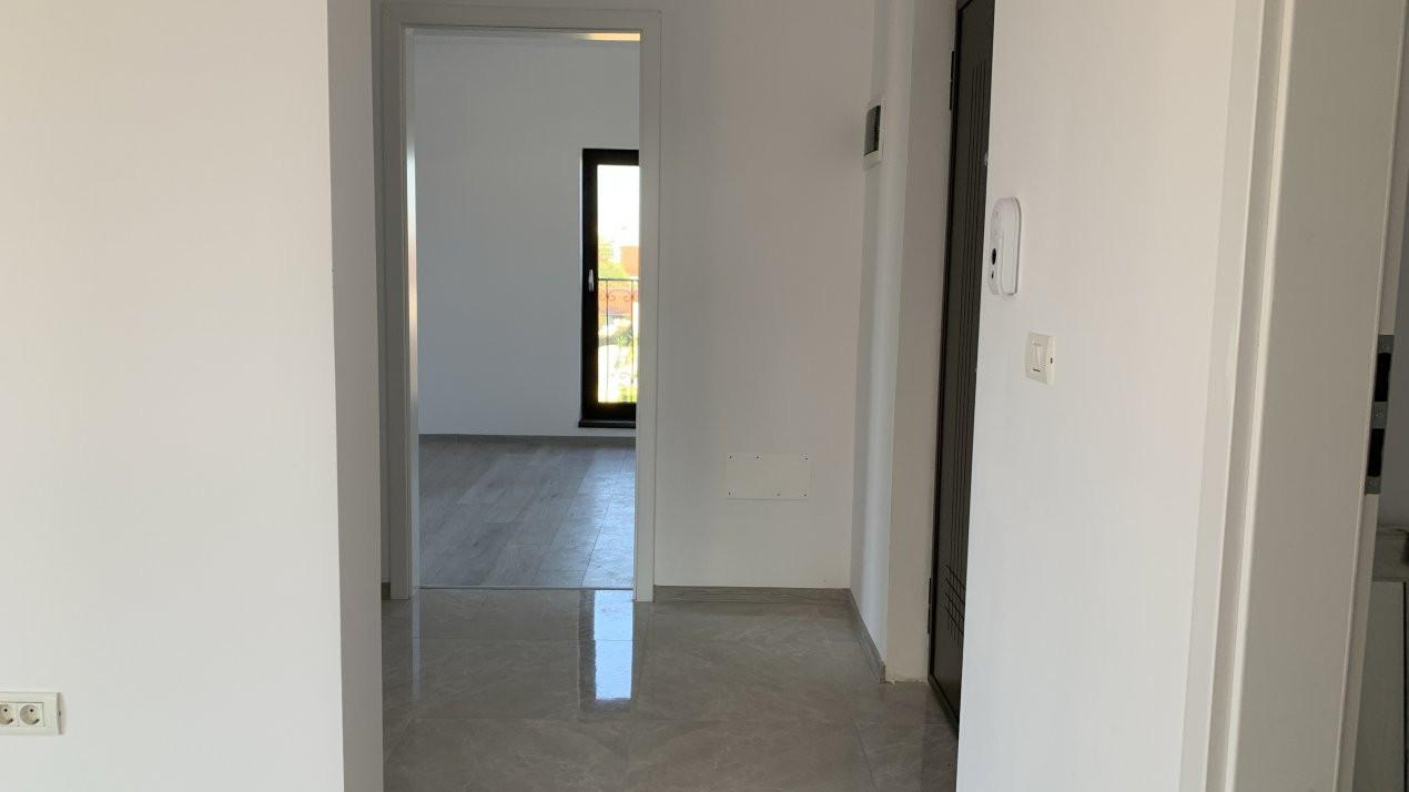 Apartament cu doua camere de vanzare   Centrala proprie   Decomandat   Giroc 9