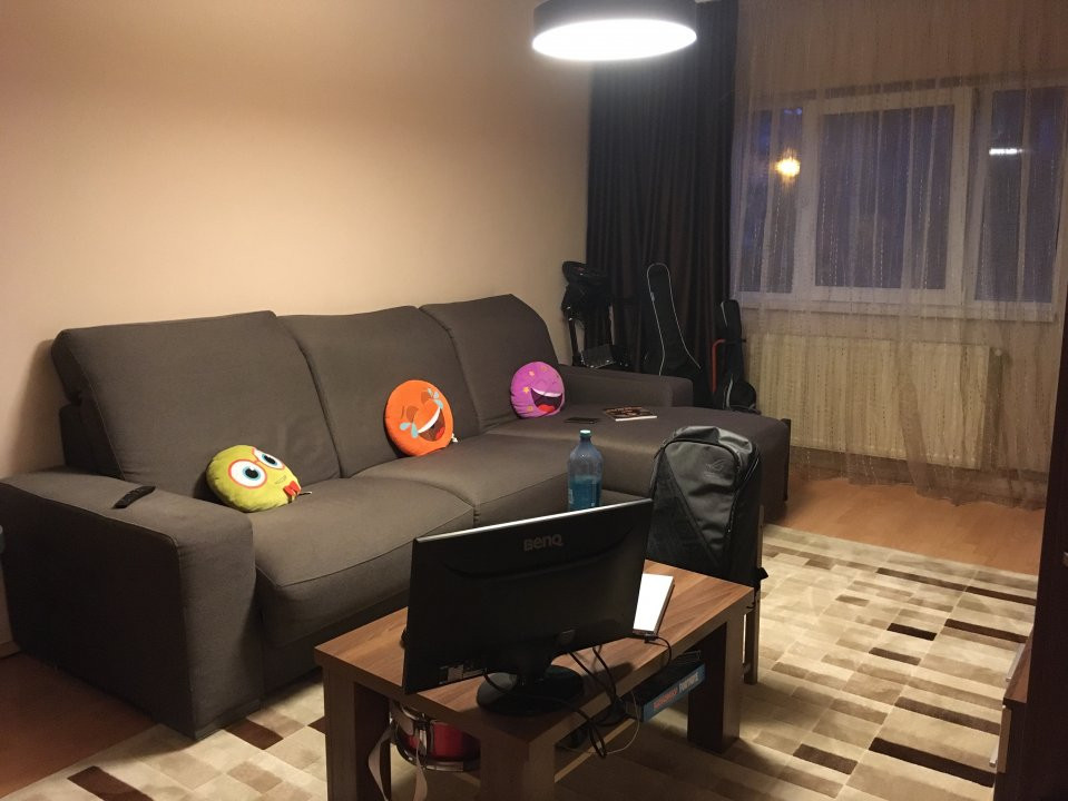 Apartament cu 3 camere, decomandat, de vanzare, Calea Lipovei 2