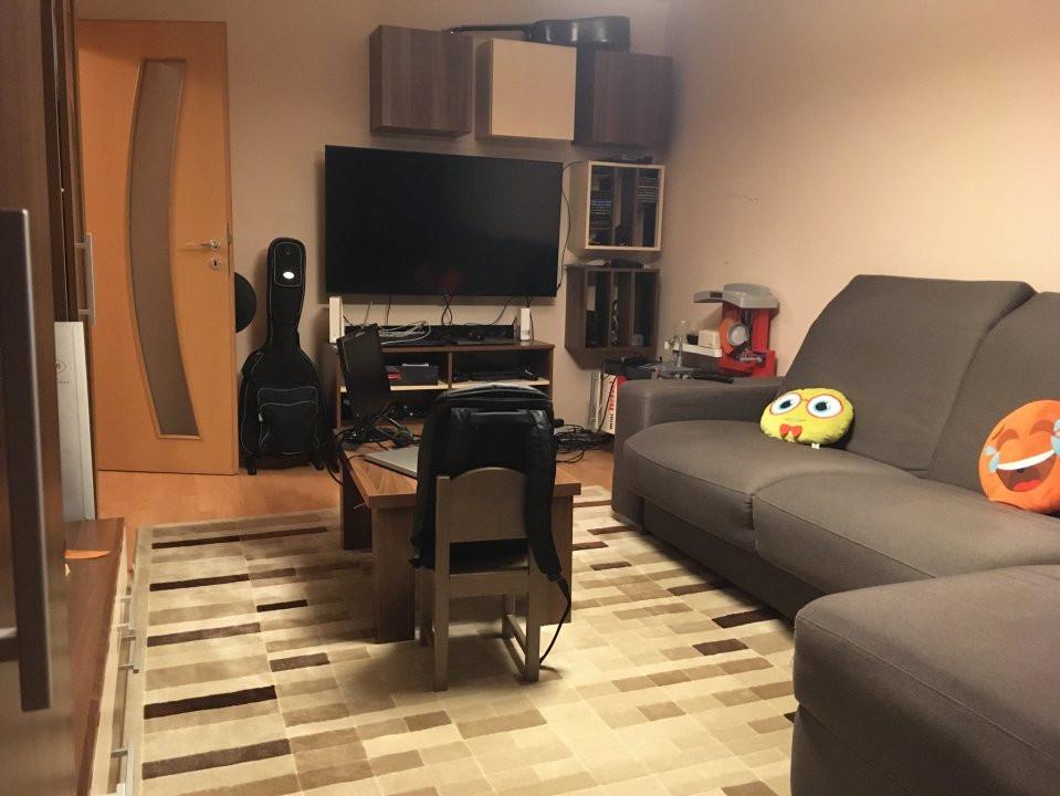 Apartament cu 3 camere, decomandat, de vanzare, Calea Lipovei 4