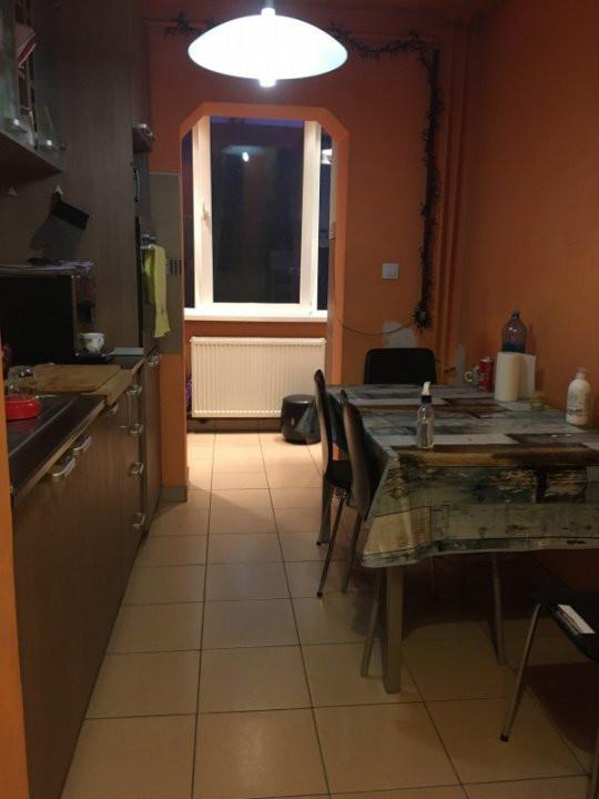 Apartament cu 3 camere, decomandat, de vanzare, Calea Lipovei 5