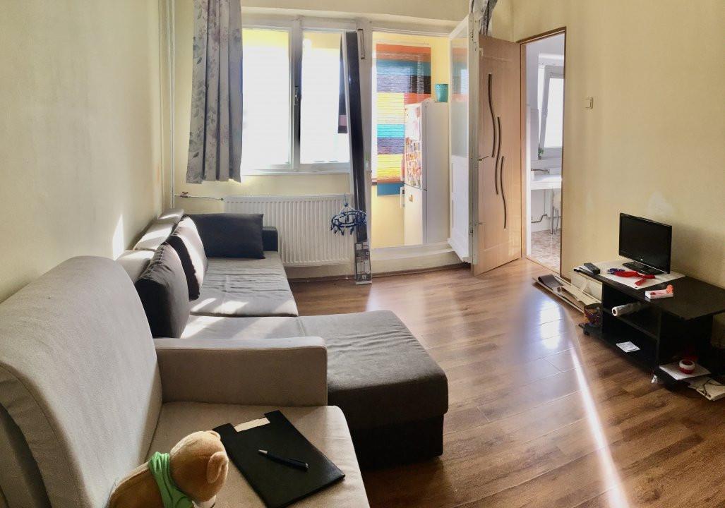 Apartament cu 1 camera, semidecomandat, de vanzare, zona Mircea cel Batran 1
