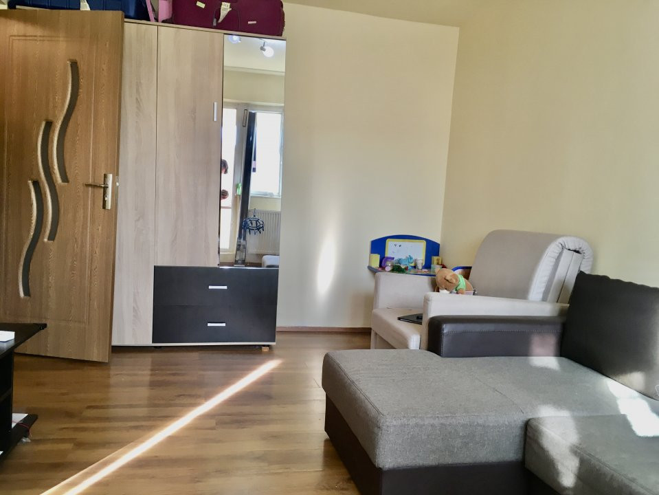 Apartament cu 1 camera, semidecomandat, de vanzare, zona Mircea cel Batran 3