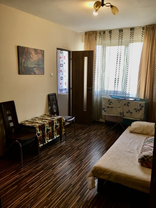 Apartament cu 1 camera, decomandat, de vanzare, zona Lipovei 1