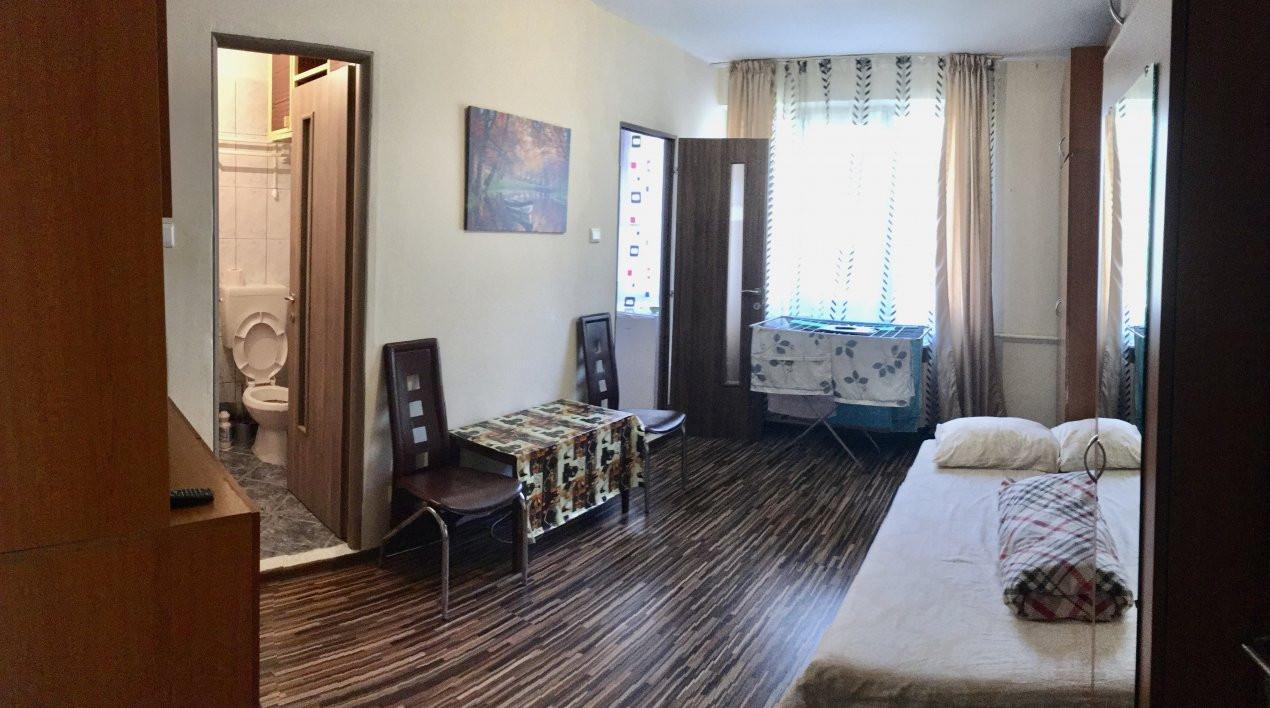Apartament cu 1 camera, decomandat, de vanzare, zona Lipovei 2