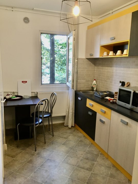 Apartament cu 2 camere, semidecomandat, de inchiriat, zona Take Ionescu. 9