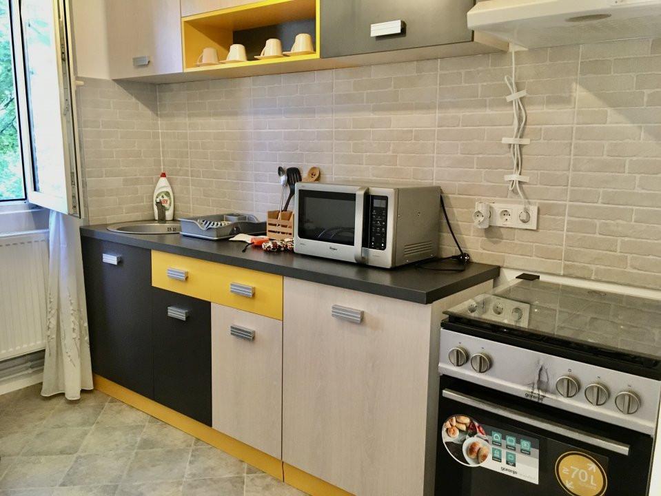 Apartament cu 2 camere, semidecomandat, de inchiriat, zona Take Ionescu. 10