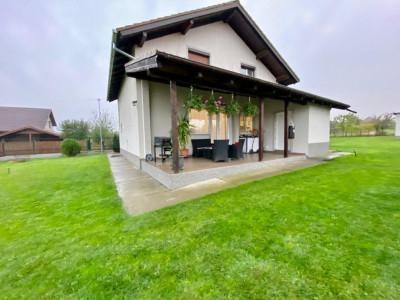 Casa individuala | De vanzare | 5 camere| Giarmata Mare |