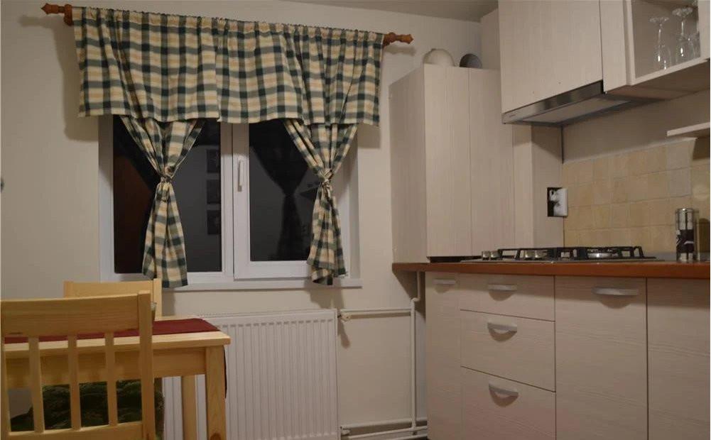 Apartament 2 camere   82 m2   Scara interioara   De inchiriat C746 7
