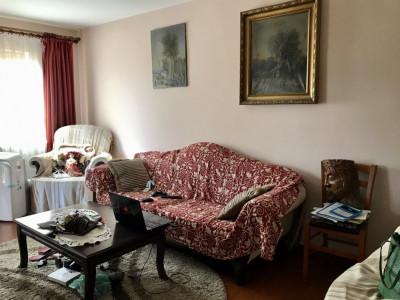 Apartament cu 3 camere, decomandat, de vanzare, zona Lipovei